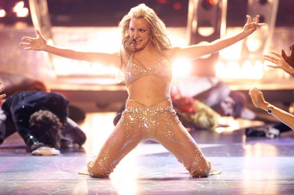 britney-spears-vma-2000-oops-i-did-it-again